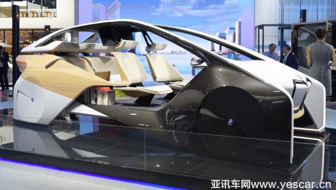 future(未来内室研究项目)座舱,这个充满科技感的座舱整合了宝马多项
