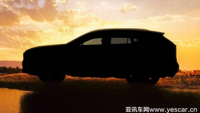 『全新RAV4预告图』   此次官方发布的首张预告图展示了一辆停放在大草原的湖边的全新RAV4,故意而为的逆光将车辆的细节巧妙隐藏,但同时也保留了足够清晰的车身轮廓。可以看到,全新RAV4的车顶线条相比现款车型更加平直,而尾窗倾斜角度要更大,搭配车顶行李架、后扰流板等现有元素,看上去更加动感。此外,新车的车头也不再像现款车型那般尖锐,侧面看上去比较方正,预计会有更加厚实的视觉效果。