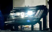 荣威RX8玩灯是专业的 迎战奥迪