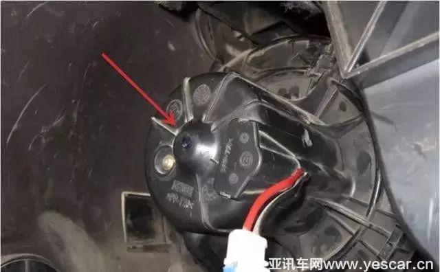 大众车系 朗逸 朗行 新宝来等是拆除鼓风机电阻清洗蒸发箱 电阻拆除