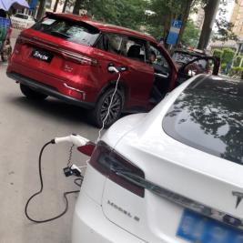 茵茵-(新闻稿2)车也能给车充电?比亚迪半路救援没电特斯拉(2)(1)128.png