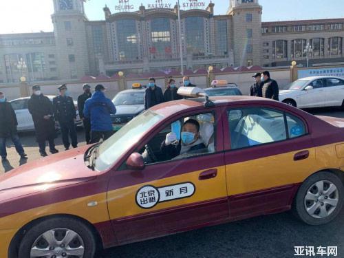 出租车司机师傅感激和坚毅眼神预示抗击疫情的战斗必将胜利!